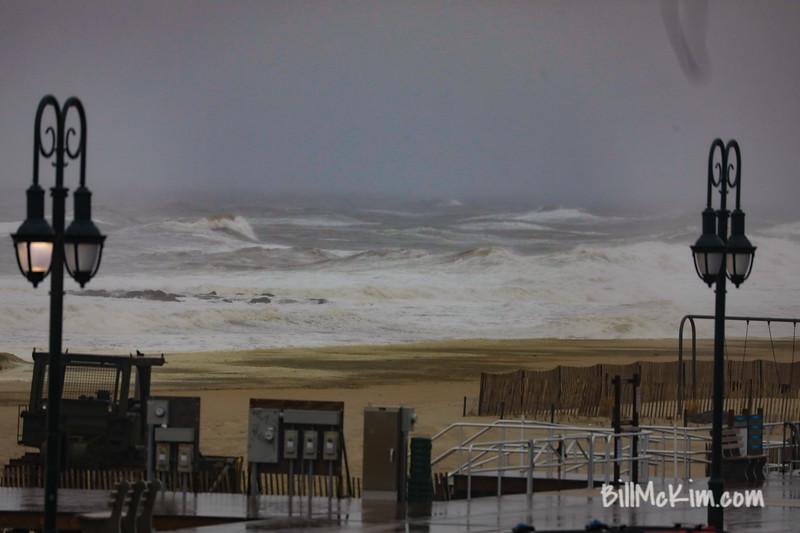 huge storm waves-2747