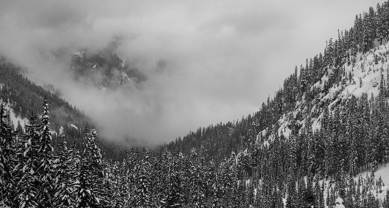 Fog coming in the Alpental Valley