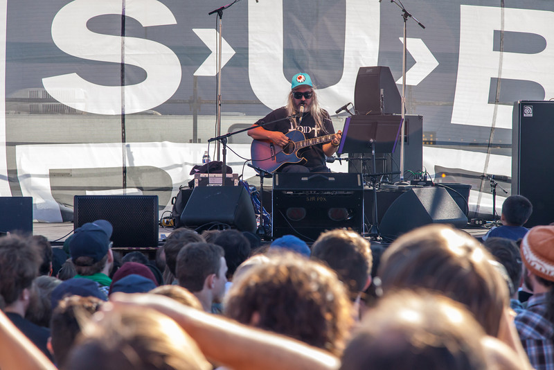 J Mascis of Dinosaur Jr playing a great acoustic set