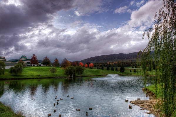 Massanutten Club house, pond, golf