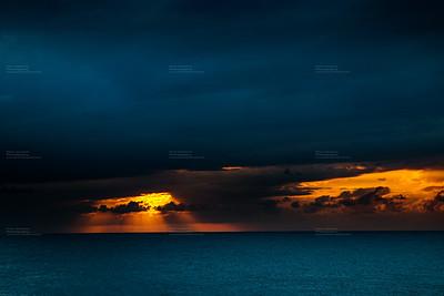 Sonnenuntergang am Meer - Gewitterstimmung
