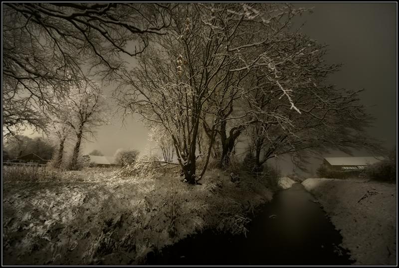 Sneeuwlandschap in de nacht/Snowy landscape at night