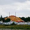 Køge Sydstrand Camping med cirkus Arena i baggrunden