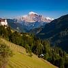 Slott og hytte i Dolomittene<br /> Dolomittene, Italia 16.7.2008<br /> Canon EOS 20D + Sigma 10 - 20 mm L @ 20 mm