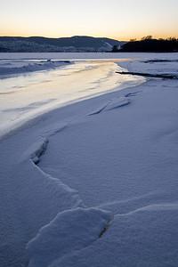 Blåtimen på isen / Blue hour on the ice Linnesstranda, Lier 6.2.2021 Canon EOS R5 + RF24-105mm F4 L IS USM