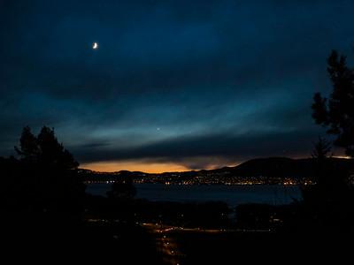 Solnedgang med måne og venus