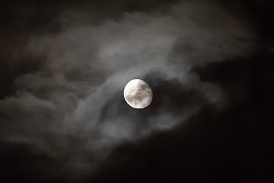 Månen gjennom skyer / Moon through clouds Madeira, Portugal 1.7.2018 Canon 5D Mark IV + EF 100-400mm f/4.5-5.6L IS II USM