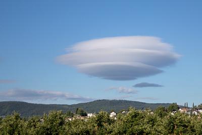 UFO-sky / UFO-cloud Jensvoll, Lier 10.7.2018 Canon 5D Mark IV + EF 28-105mm f/3.5-4.5 USM @ 53 mm