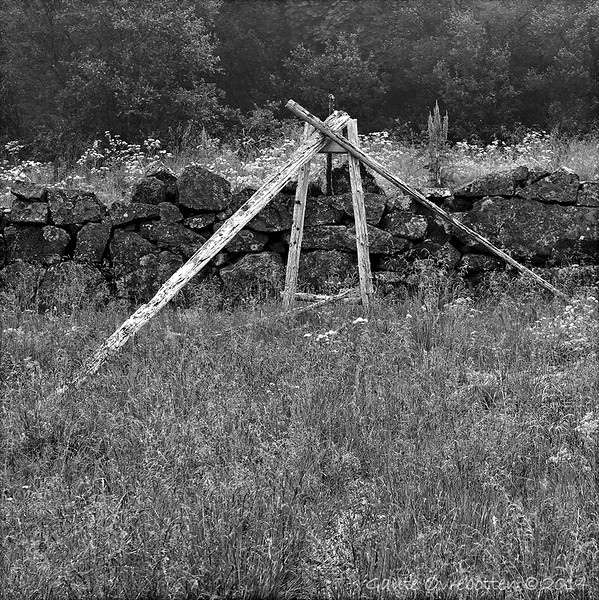 """Minne, men etter kva? På Hamn i Senja var det nikkelverk 1872-86: Dette er fotografert på verksområdet. Les meir <a href=""""http://www.berg.kommune.no/nikkelverket-i-hamn.165328-26142.html"""">http://www.berg.kommune.no/nikkelverket-i-hamn.165328-26142.html</a><br /> (Reminisence)"""
