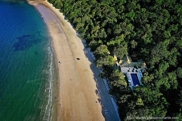 MALAISIE. ILE DE LANGKAWI. LA PLAGE DE L HOTEL DATAI. La plage a été désignée l'une des « 10 plus belles plages du monde » par le National Geographic