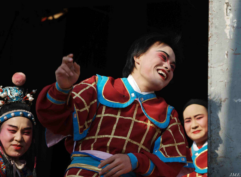 Hai Yue Community Theatre: A laughing actor casts an interesting shadow.