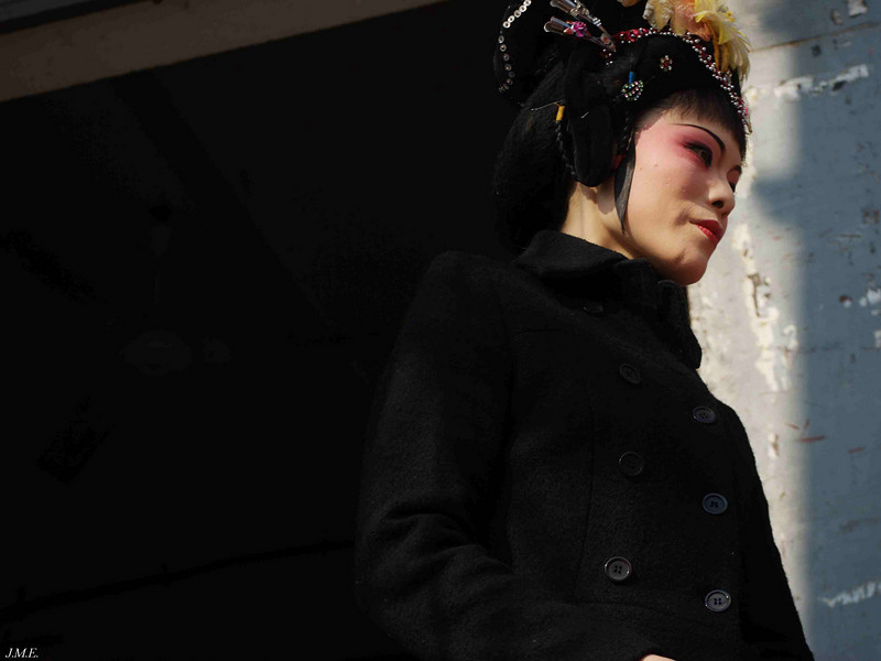 Hai Yue Community Theatre: A performer relaxes outside the theatre during intermission.