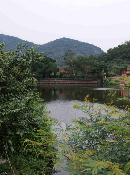 The lake at Hai Yue Village.