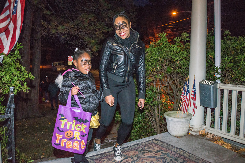 Halloween_2016_Greenwood_Av_026