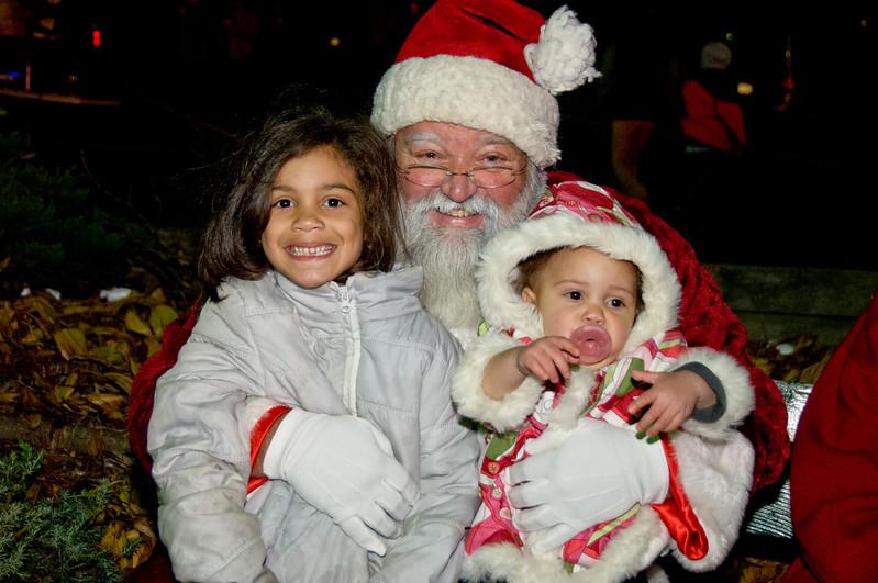 Kids_with_Santa_18