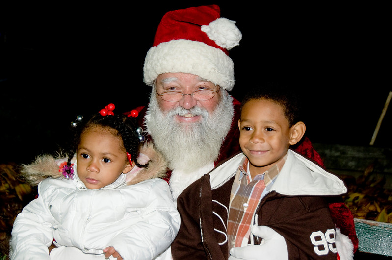 Kids_with_Santa_51