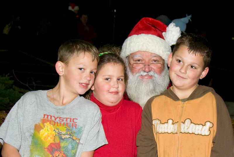 Kids_with_Santa_17