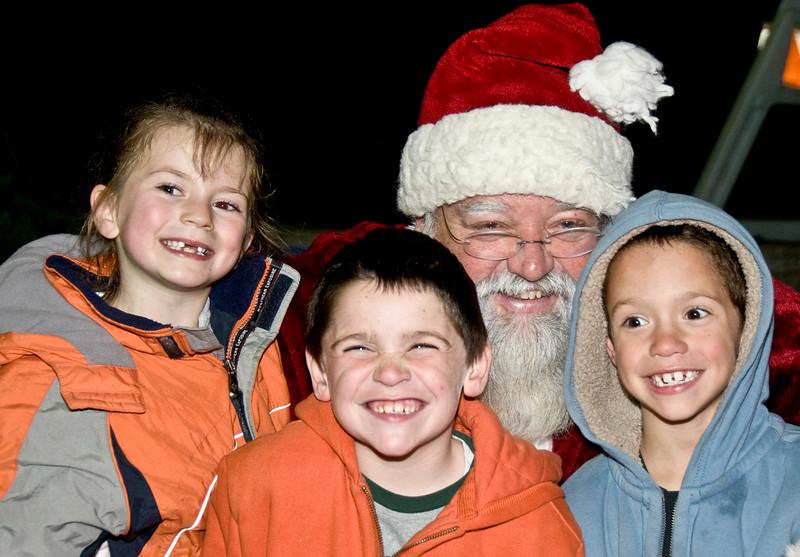 Kids_with_Santa_68