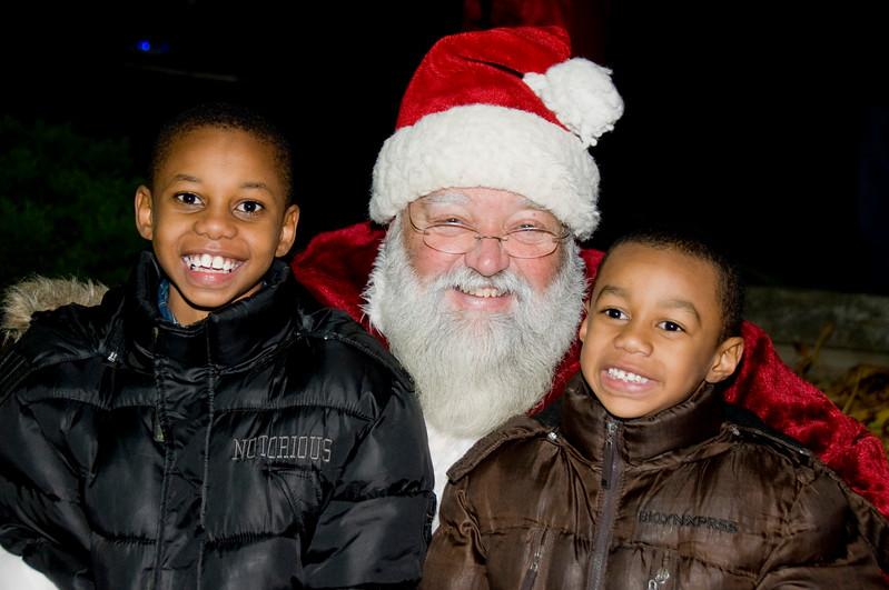 Kids_with_Santa_59