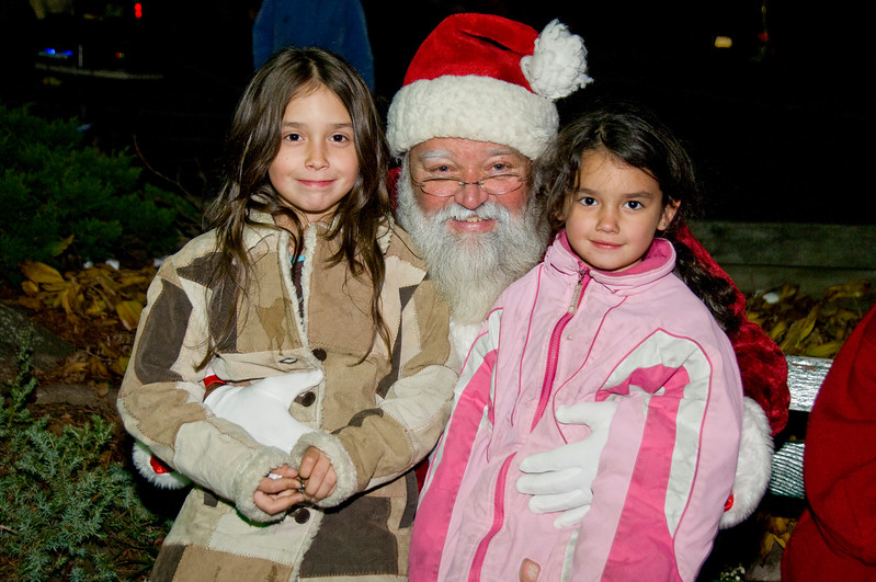 Kids_with_Santa_19
