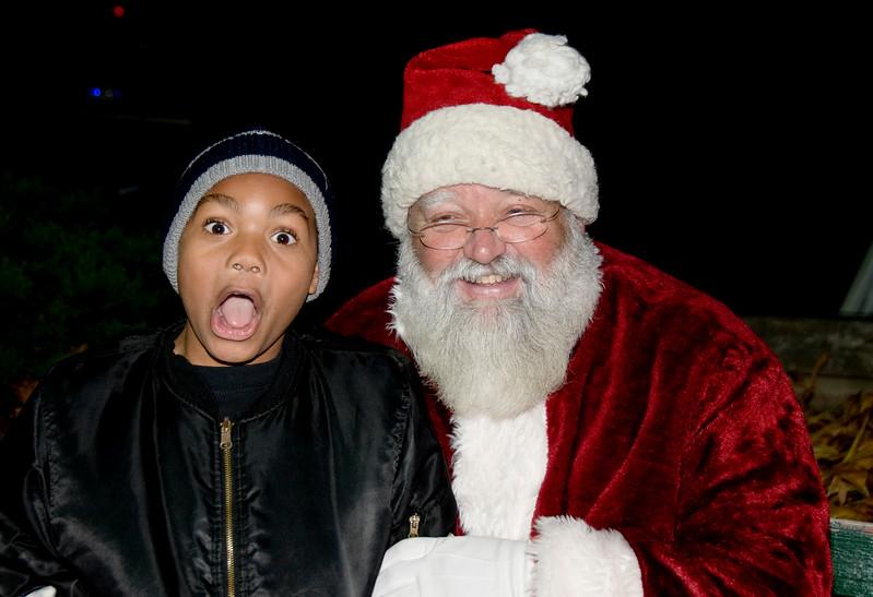 Kids_with_Santa_75
