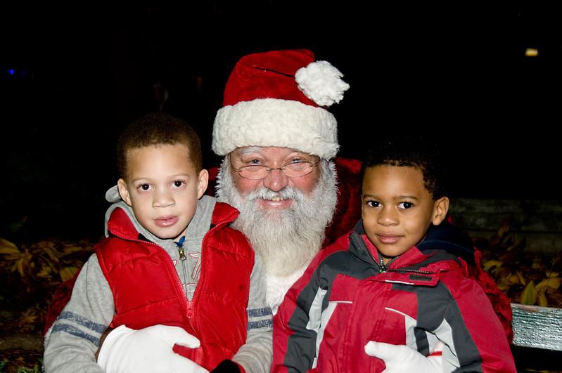 Kids_with_Santa_46