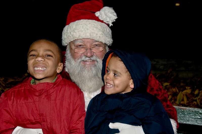 Kids_with_Santa_63