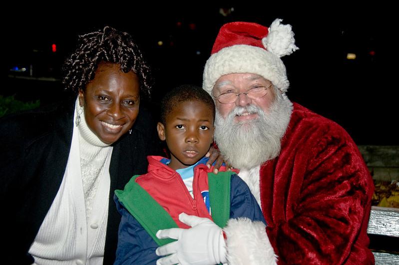 Kids_with_Santa_24