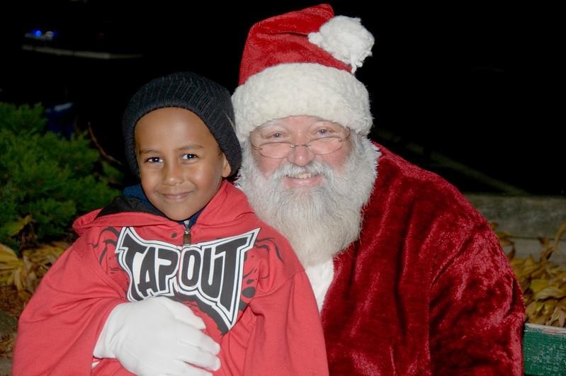 Kids_with_Santa_57