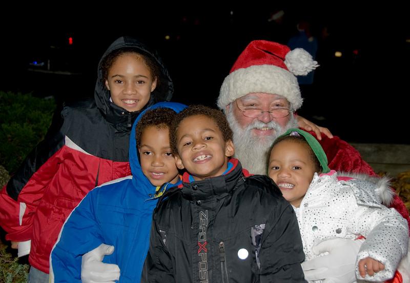 Kids_with_Santa_27