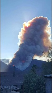 Fire outside Valle de Las Pamas and heading towards radio site