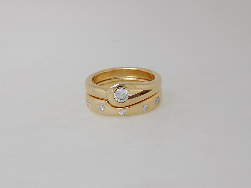 Luxembourg Design with Naples Wedding Band in 18ct Gold
