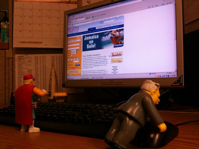 Duff and Larry booking their vacation on-line.