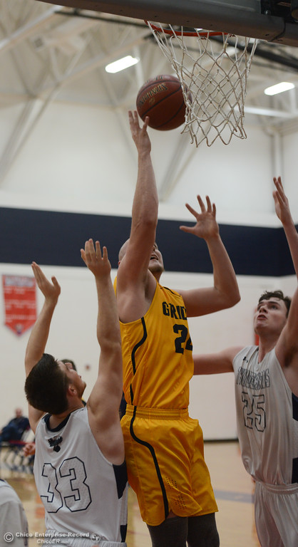 . Gridley\'s Tyler Little (24) goes up for a shot against Las Plumas\' Michael Alexander (33) and Sullivan Hurte (25), Friday, February 2, 2018, in Oroville, California. (Carin Dorghalli -- Enterprise-Record)