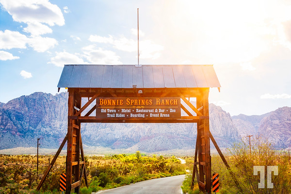 Bonnie-Springs-Ranch-gate
