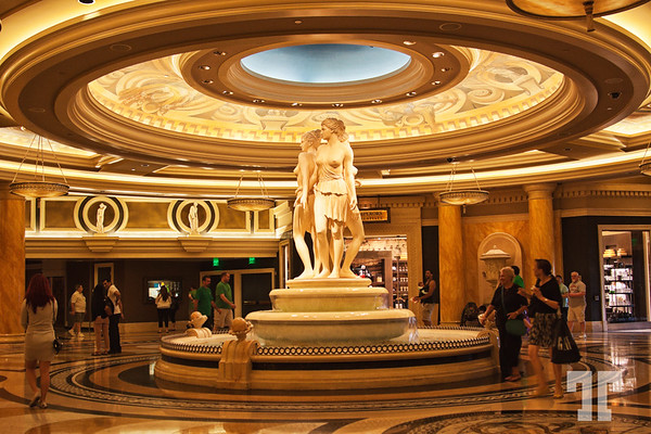 Flying saucer abducting 3 innocent beauties at Caesars Palace in Vegas :)