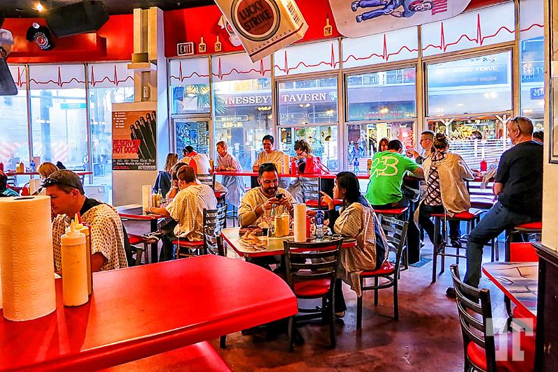 heart-attack-grill-restaurant-inside-2