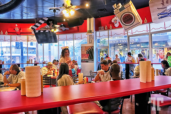 heart-attack-grill-restaurant-inside-3