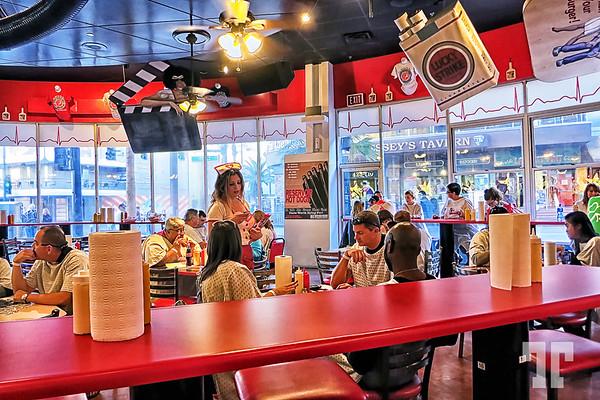 heart-attack-grill-restaurant-inside-3