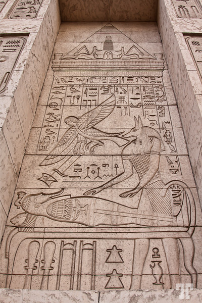 luxor-hotel-xterior-egyptian-artifacts-2