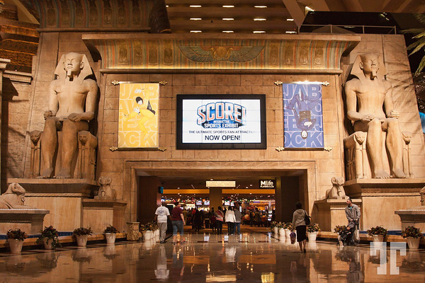 luxor-hotel-casino-entrance