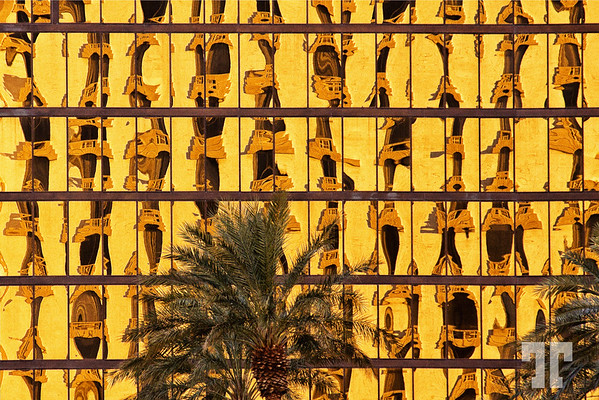 glass-buildings-sunset-reflextions-luxor-las-vegas-2-2