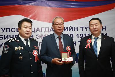 """2021 оны есдүгээр сарын 13. """"Монголын Цагдаагийн байгууллагын түүх"""" 3 боть, """"Монголын Цагдаа, дотоодын цэргийн нэвтэрхий толь"""" зэрэг номын нээлт боллоо. ГЭРЭЛ ЗУРГИЙГ Д.ЗАНДАНБАТ/MPA"""