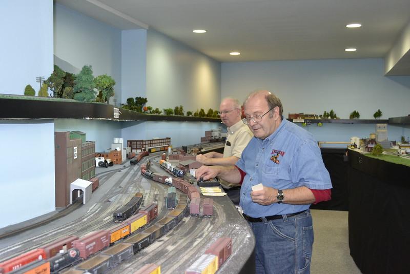 Fred Soop (left) works the Peoria City Job, Steve Karlson works Peoria Yard south end.