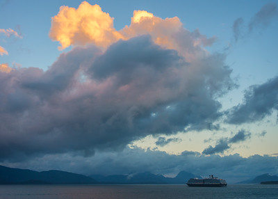 The ms Westerdam, which preceded us into Glacier Bay, on the morning that we entered Glacier Bay.