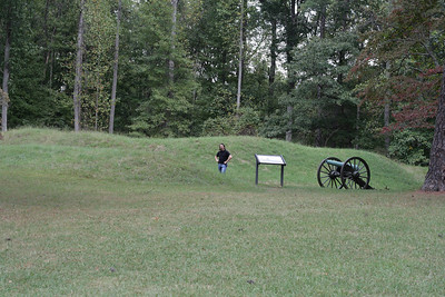 Oct. 1, 2009: Confederate Battery 8, E.  This one got tagged onto the end of the panorama, but I don't think it was supposed to have been.  There is a funny line right where this picture starts. :)  The grass changes.