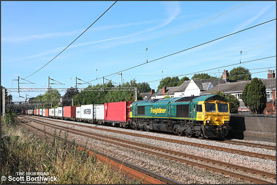 66589 passes Westwood Road, Atherstone whilst working 4L90 1015 Trafford Park FLT-Felixstowe North FLT on 20/09/2021.