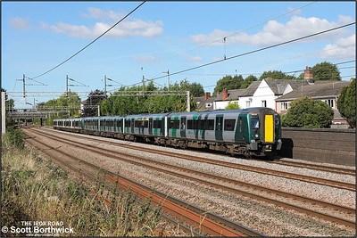 350115+350262 form 1U30 1233 Crewe-London Euston passing Westwood Road, Atherstone on 20/09/2021.