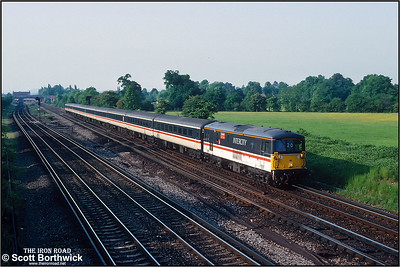 73208 'Croydon 1883-1983' approaces journeys end with the 1745 London Victoria-Gatwick Airport service on 26/05/1992.