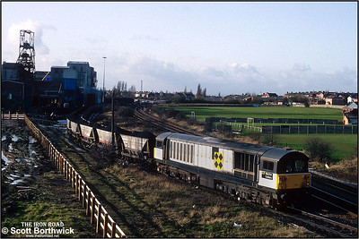 58047 'Manton Colliery' departs from Kiveton Colliery with 6G42 Kiveton Colliery-West Burton Power Station on 19/11/1992. The last shift worked in September 1994. A skeleton workforce along with contractors remained to close and demolish the colliery after almost 130 years of production. In 1995 the headgear was pulled down.